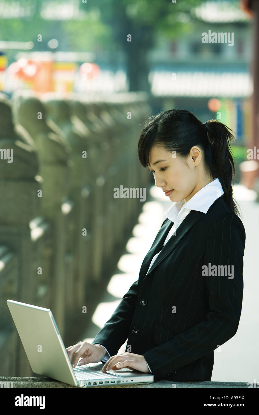 Young woman using laptop - Stock Image
