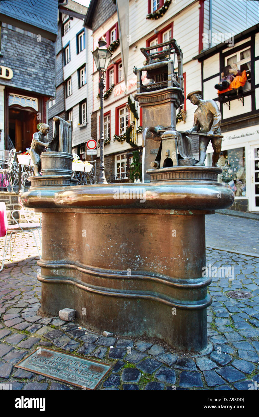 Weaver fountain bronze sculpture in Monschau, Eifel, Germany, Europe - Stock Image