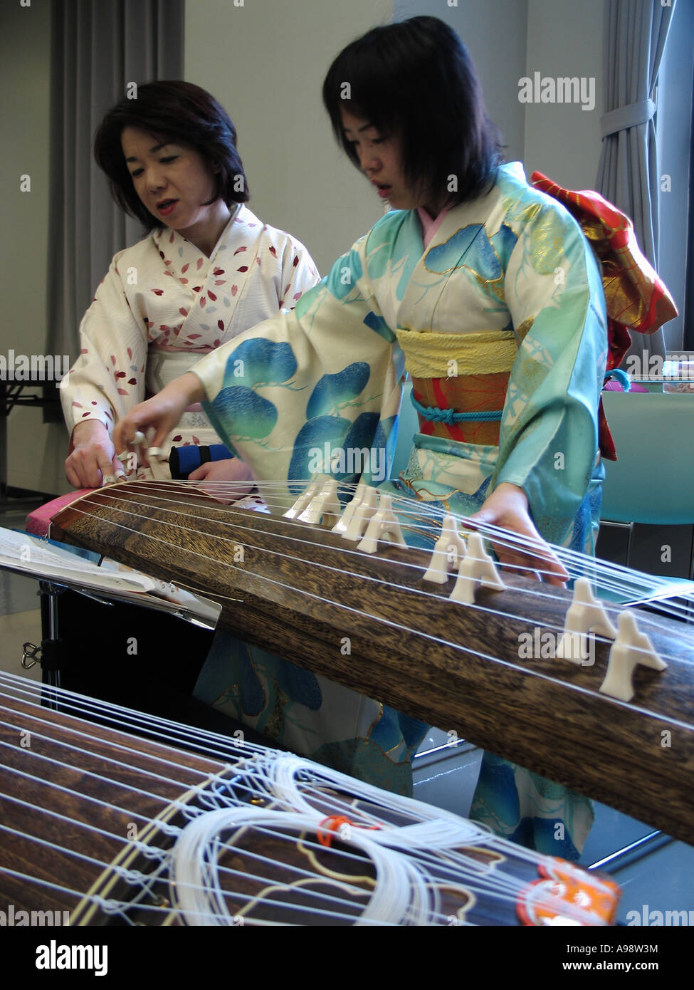 Japan women playing with them self foto 102
