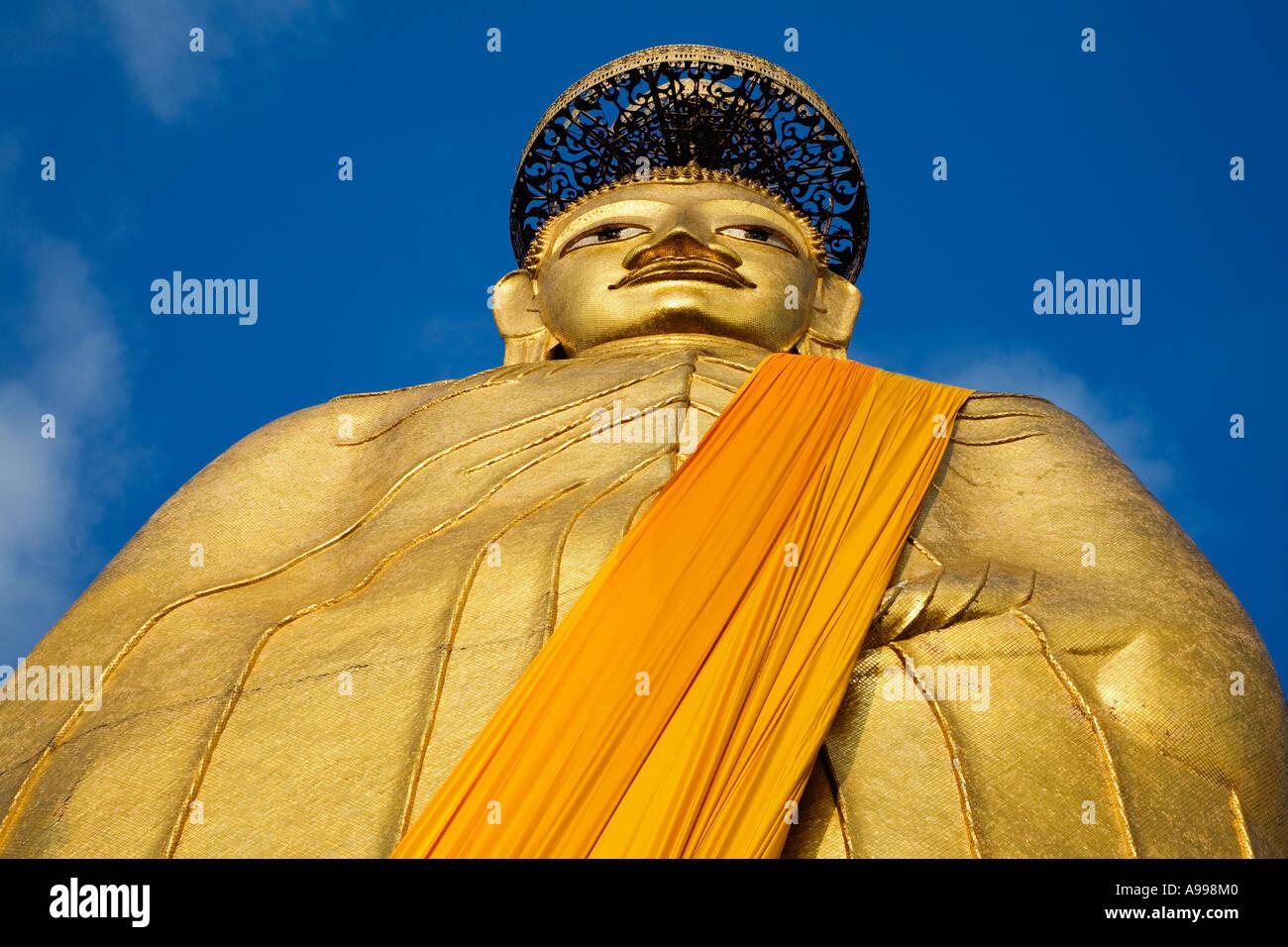 Luang Pho To is a huge 32 metre high standing buddha at Wat Intharawihan in Bangkok, Thailand. - Stock Image