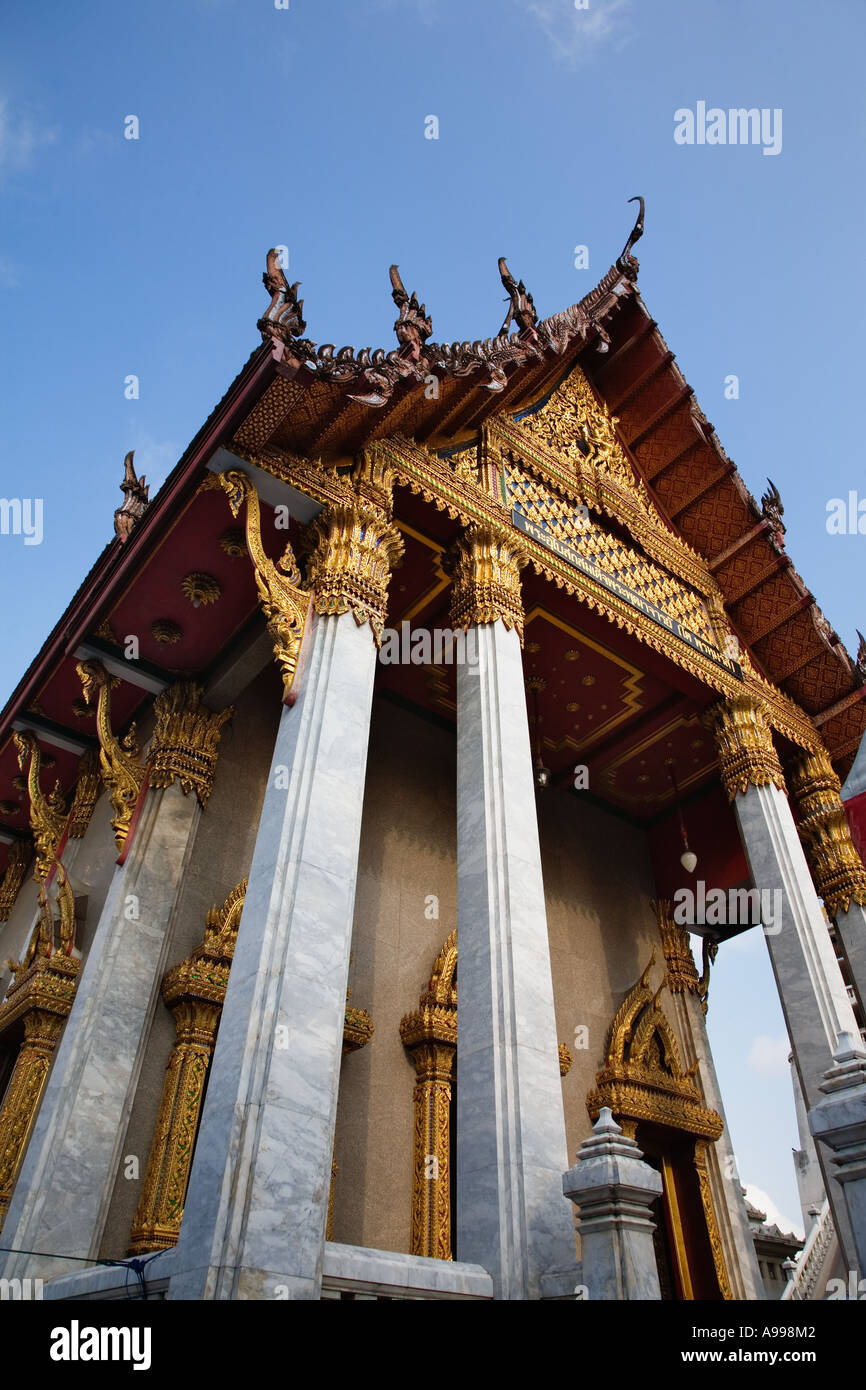 Wat Intharawihan was built to enshrine a relic of the Buddha from Sri Lanka in the mid 19th century, Bangkok, Thailand. - Stock Image