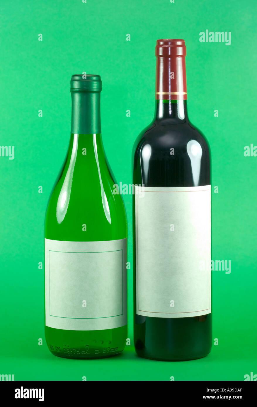 Bottle s of Red and White wine with blank labels against a green background - Stock Image
