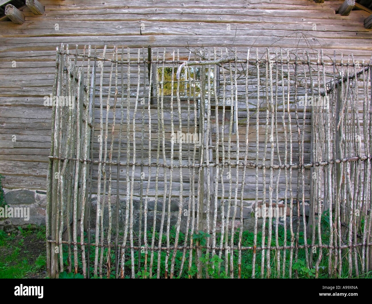 Chicken Wood Cage Stock Photos & Chicken Wood Cage Stock Images - Alamy