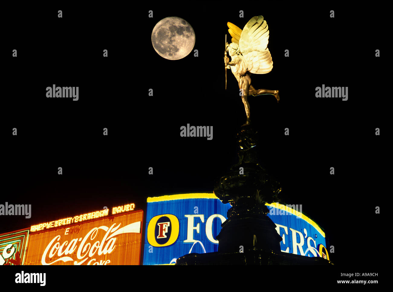EROS STATUE PICCADILLY CIRCUS WEST END  LONDON ENGLAND UK - Stock Image
