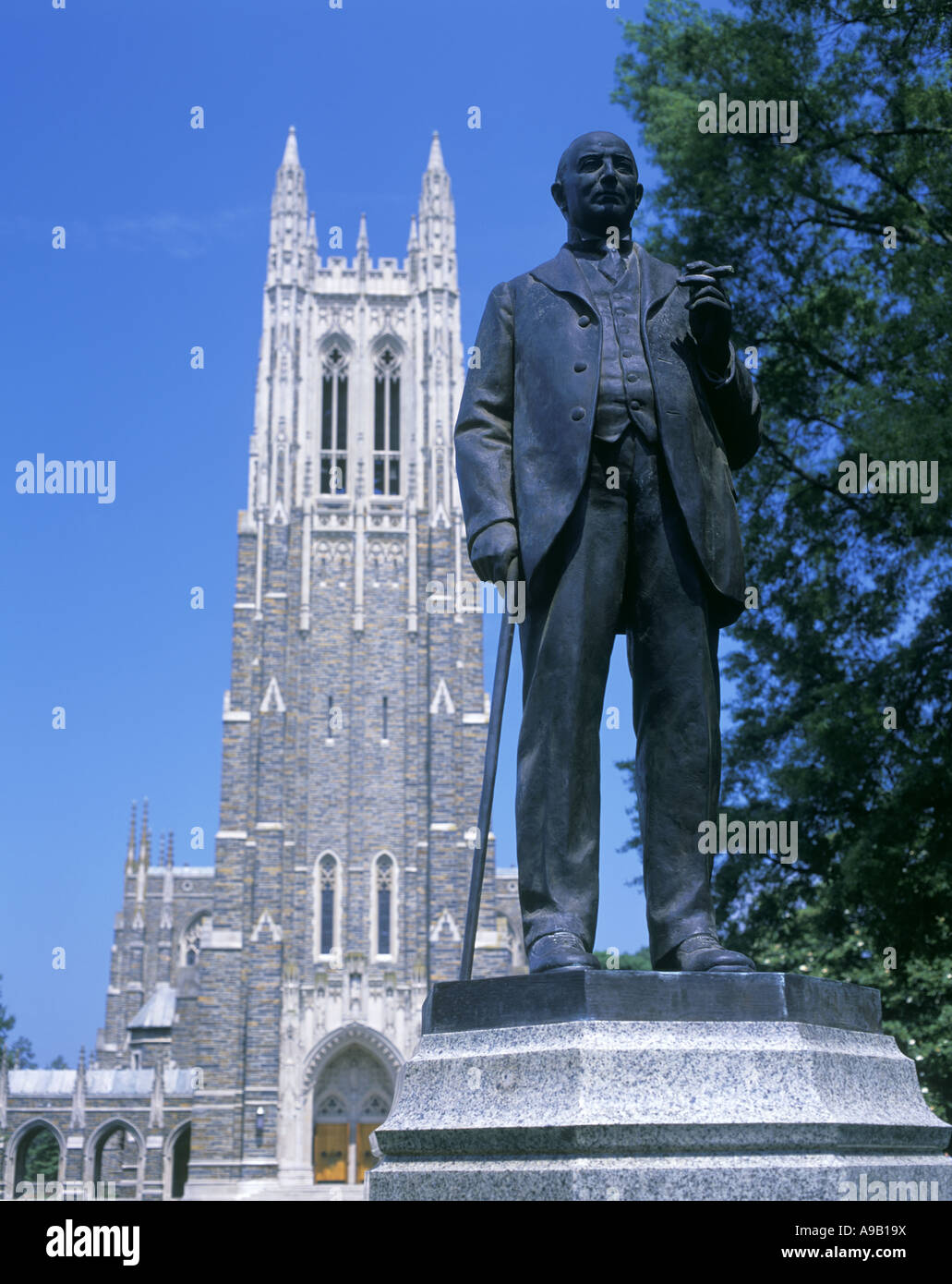 DUKE STATUE DUKE UNIVERSITY CHAPEL DURHAM NORTH CAROLINA USA - Stock Image