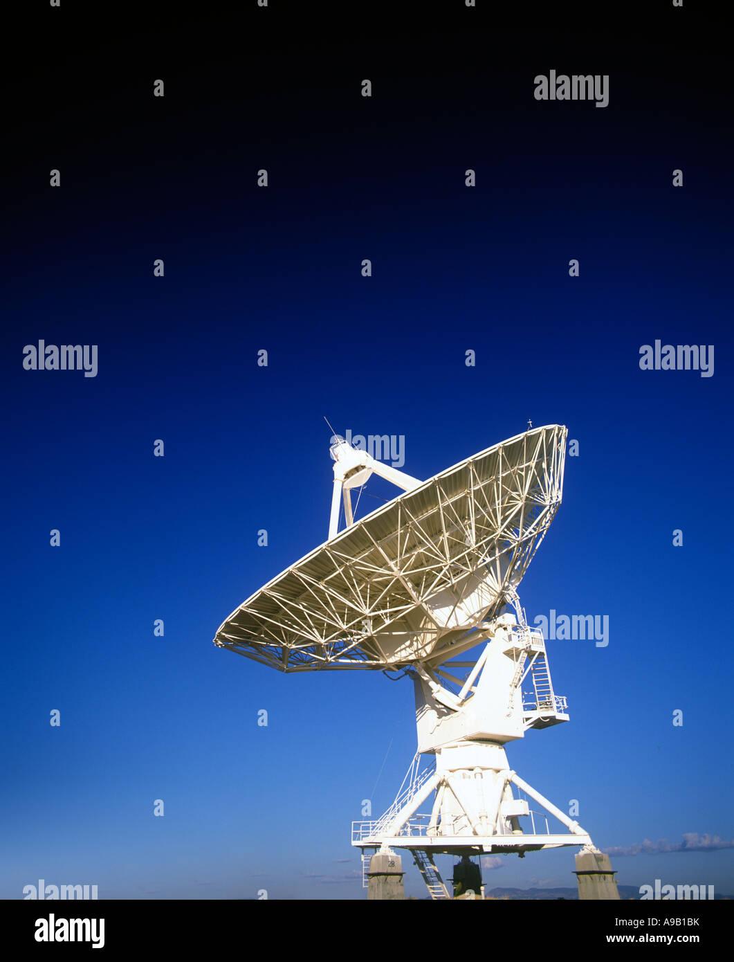 ROW OF SATELLITE DISHES JANSKY VLART RADIO TELESCOPE ARRAY PLAINS OF SAINT AUGUSTINE NEW MEXICO USA Stock Photo