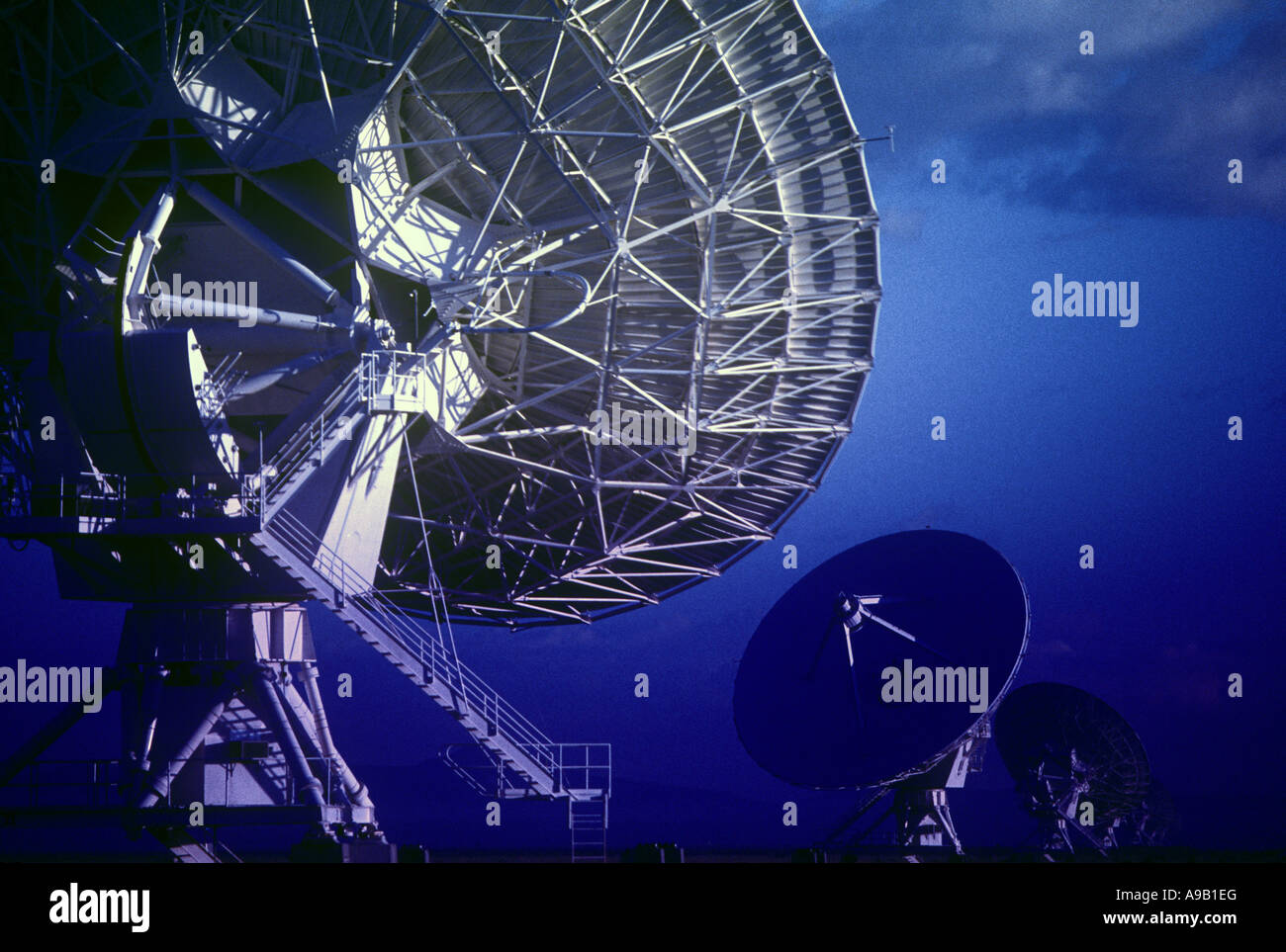 ROW OF SATELLITE DISHES JANSKY VLART RADIO TELESCOPE ARRAY PLAINS OF SAINT AUGUSTINE NEW MEXICO USA - Stock Image