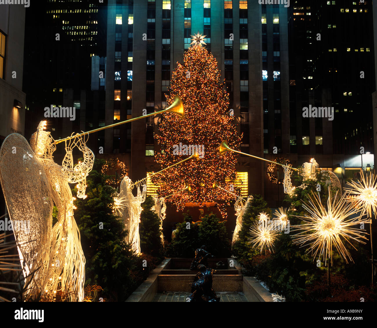 CHRISTMAS TREE LIGHTS ANGELS ROCKEFELLER CENTER (©RAYMOND HOOD 1939 ...