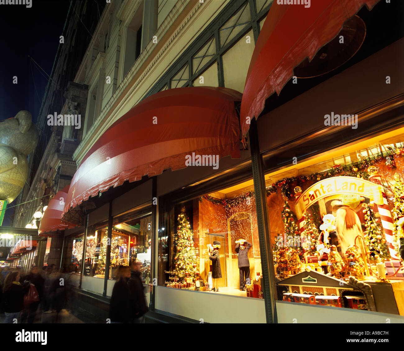 CHRISTMAS WINDOWS MACY DEPARTMENT STORE MIDTOWN MANHATTAN NEW YORK ...