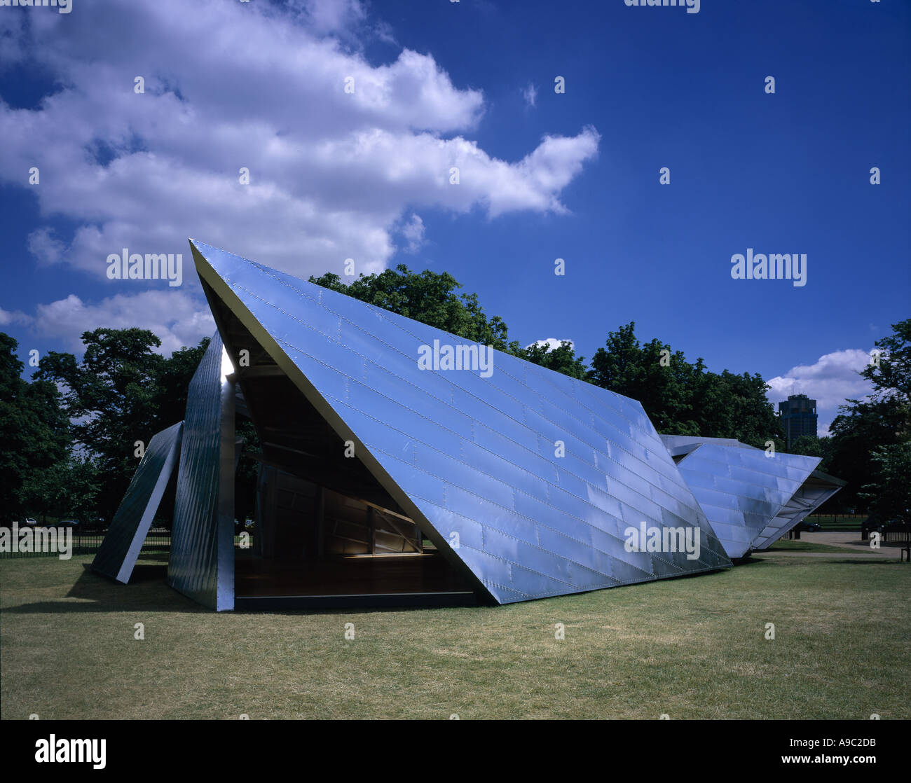 Serpentine Gallery Pavilion, Eighteen Turns, Kensington Gardens, London, England.  2001. Architect: Daniel Libeskind - Stock Image