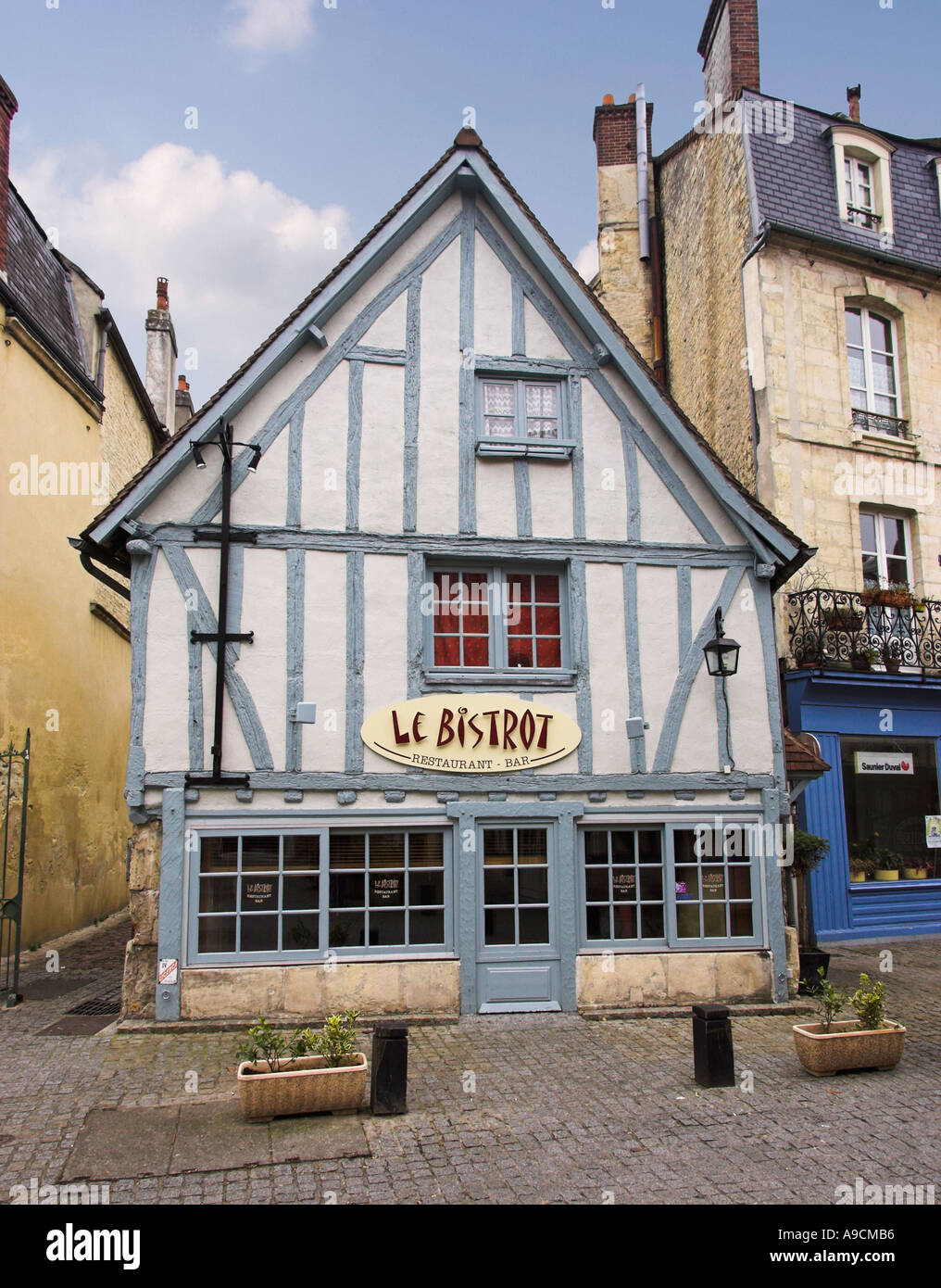 Old bistro building in the cultural quarter of Caen, Normandy, France - Stock Image