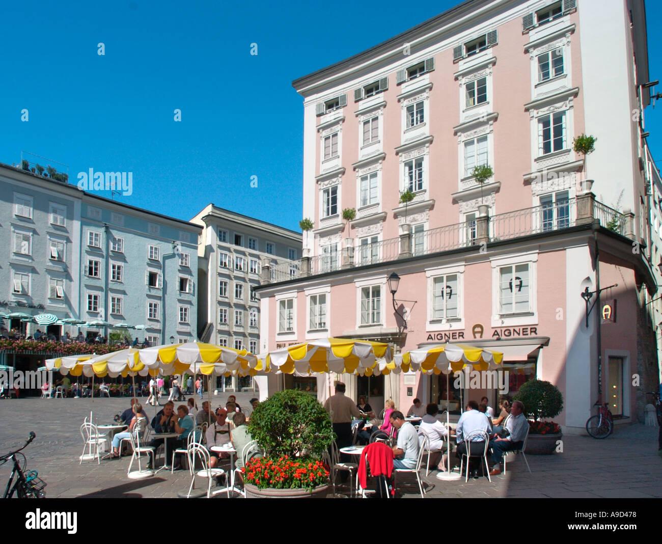 Street cafe in the Old Town (Altstadt), Salzburg, Austria - Stock Image
