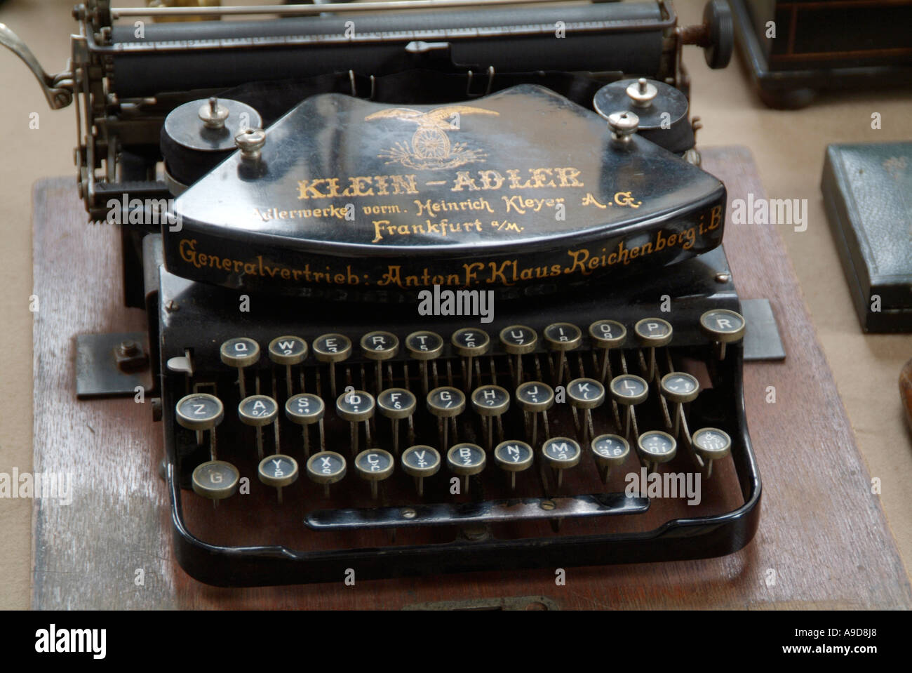 Typewriter Qwerty Stock Photos & Typewriter Qwerty Stock ...