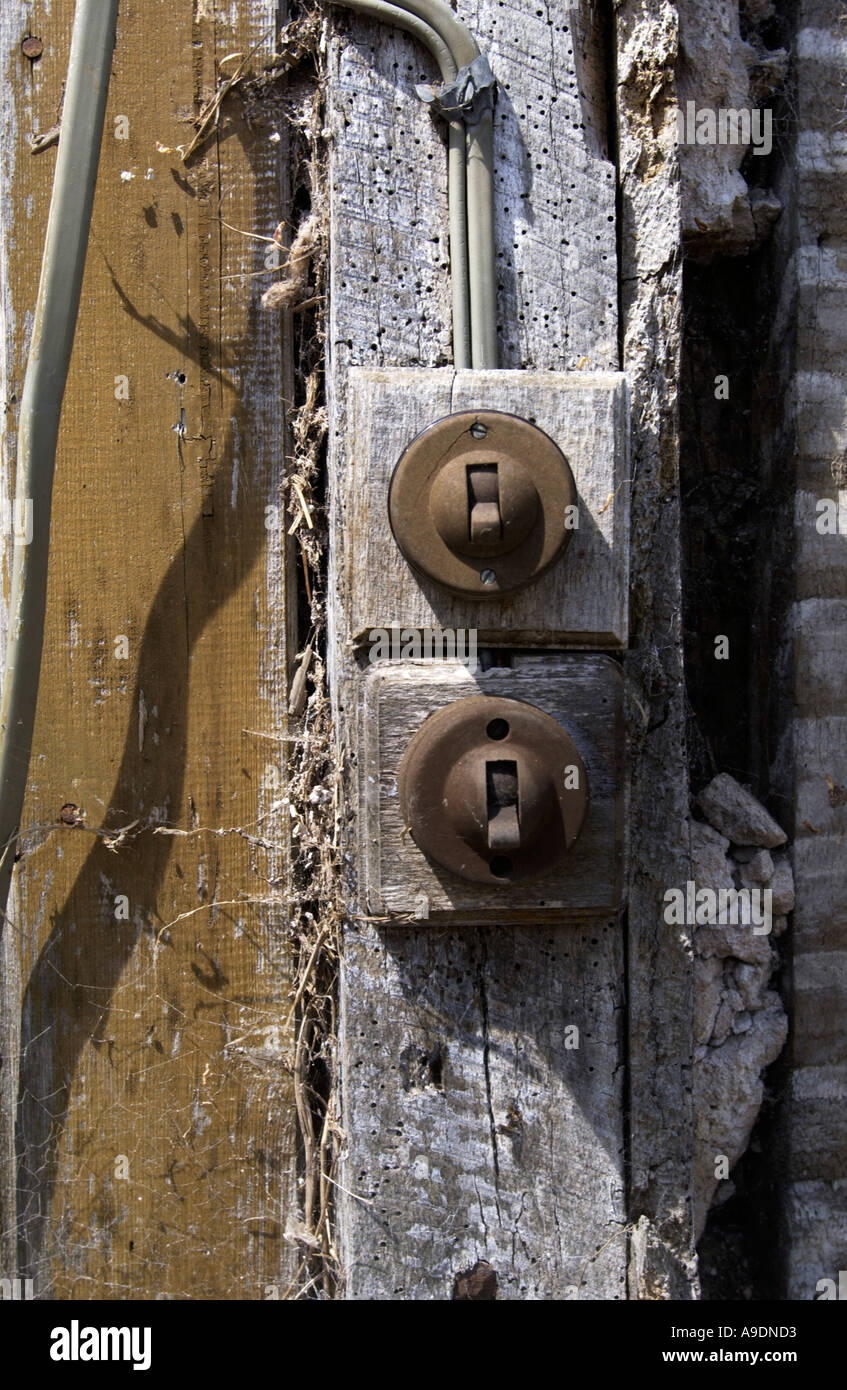 OLD ELECTRICAL WIRING AT A FARMHOUSE IN HEREFORDSHIRE PIC BY JOHN ROBERTSON - Stock Image