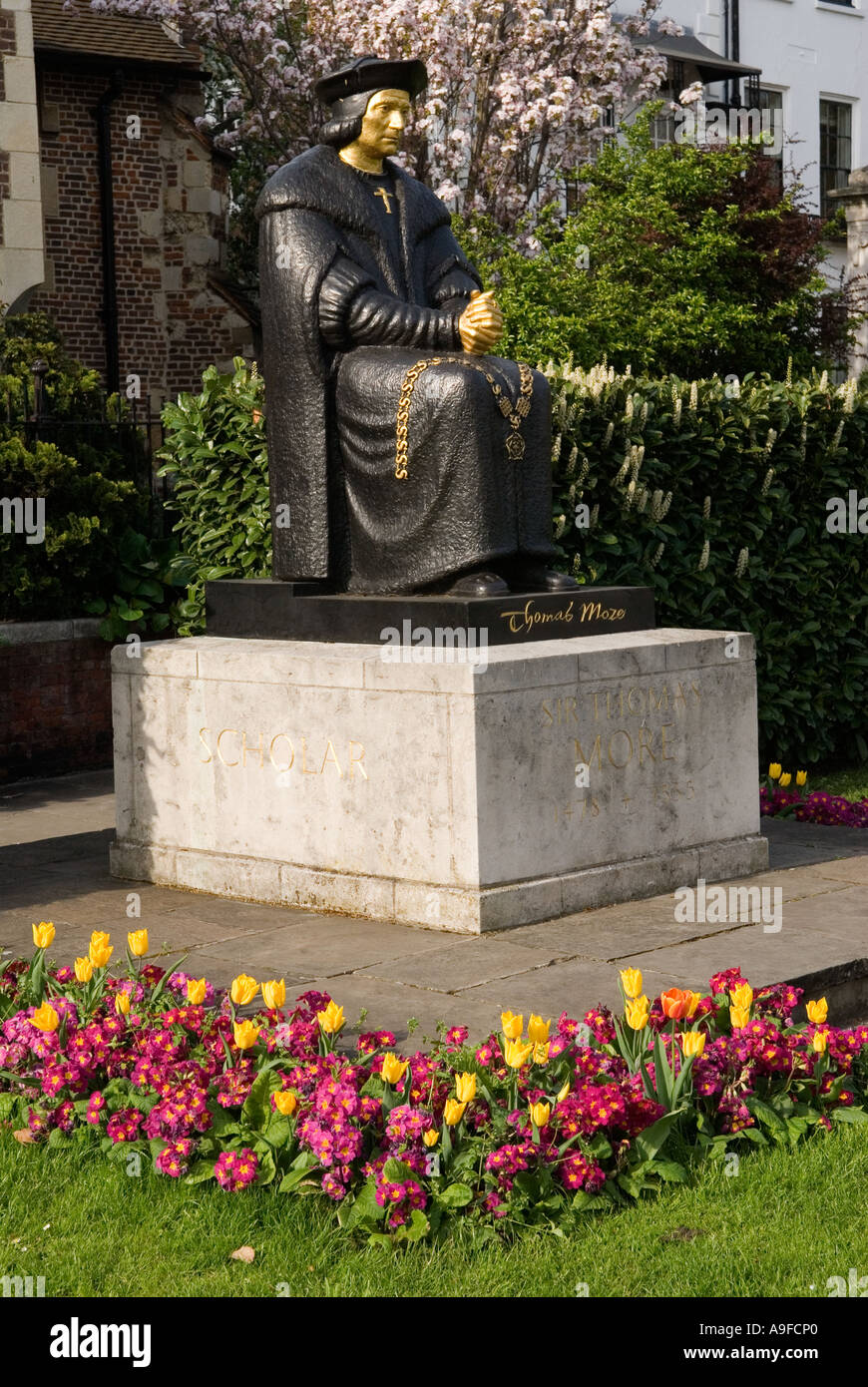 Statue of Sir Thomas More outside Chelsea Old Church. The Embankment, London SW3.  England. 2006 - Stock Image