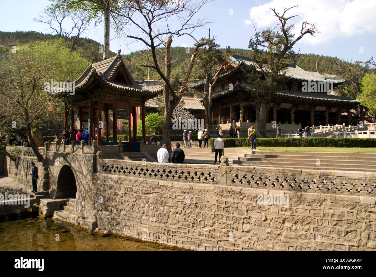 Jin Ci Jin Temple park garden and lake in spring with Hall of the ...