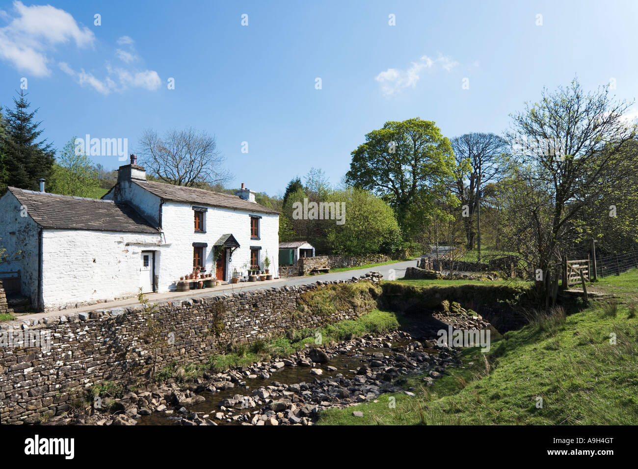 Cottage on Country Road near Cowgill, Dentdale, Yorkshire Dales National Park, North Yorkshire, England, UK - Stock Image