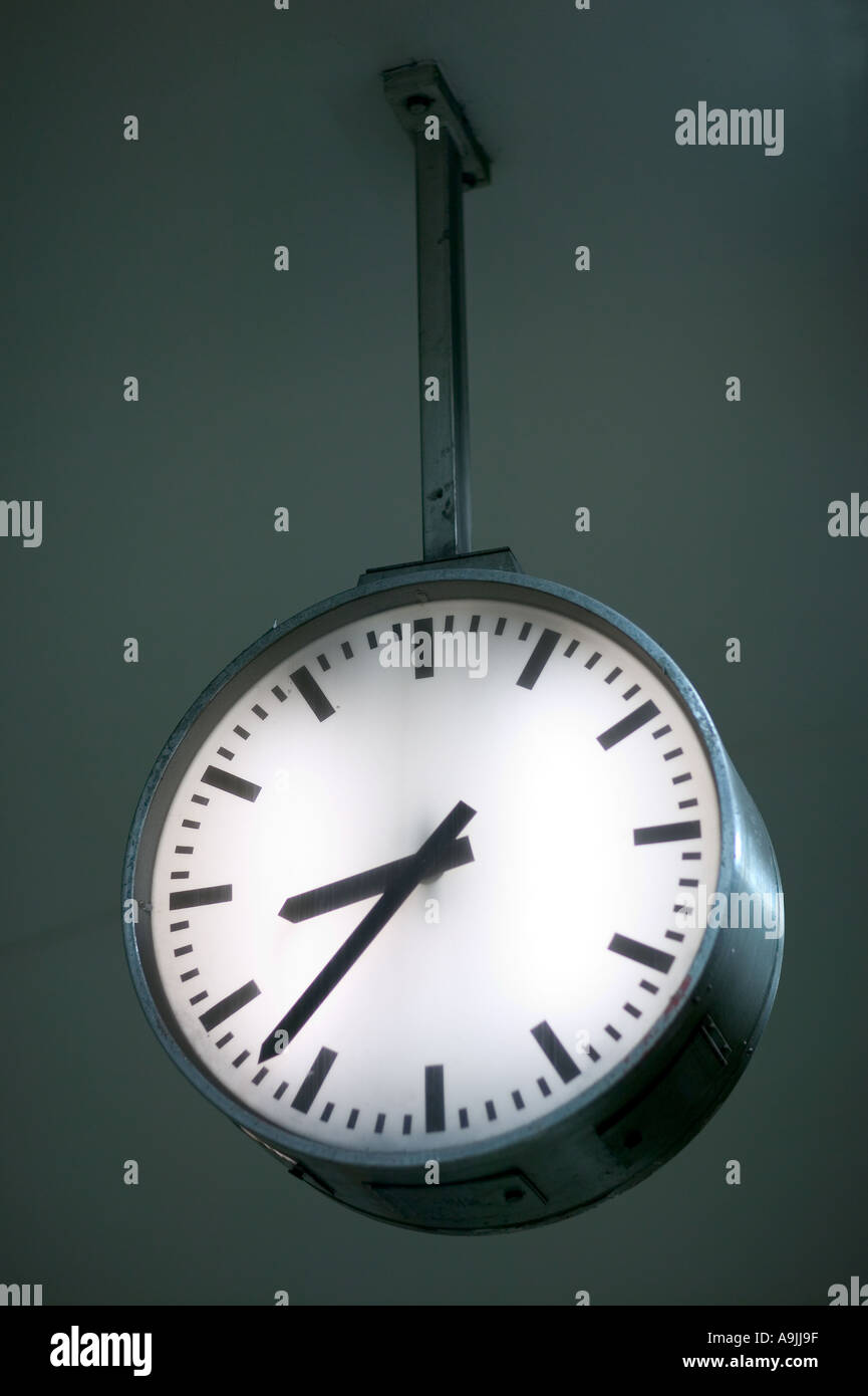 clock that points at the time 23 to 9 - Stock Image