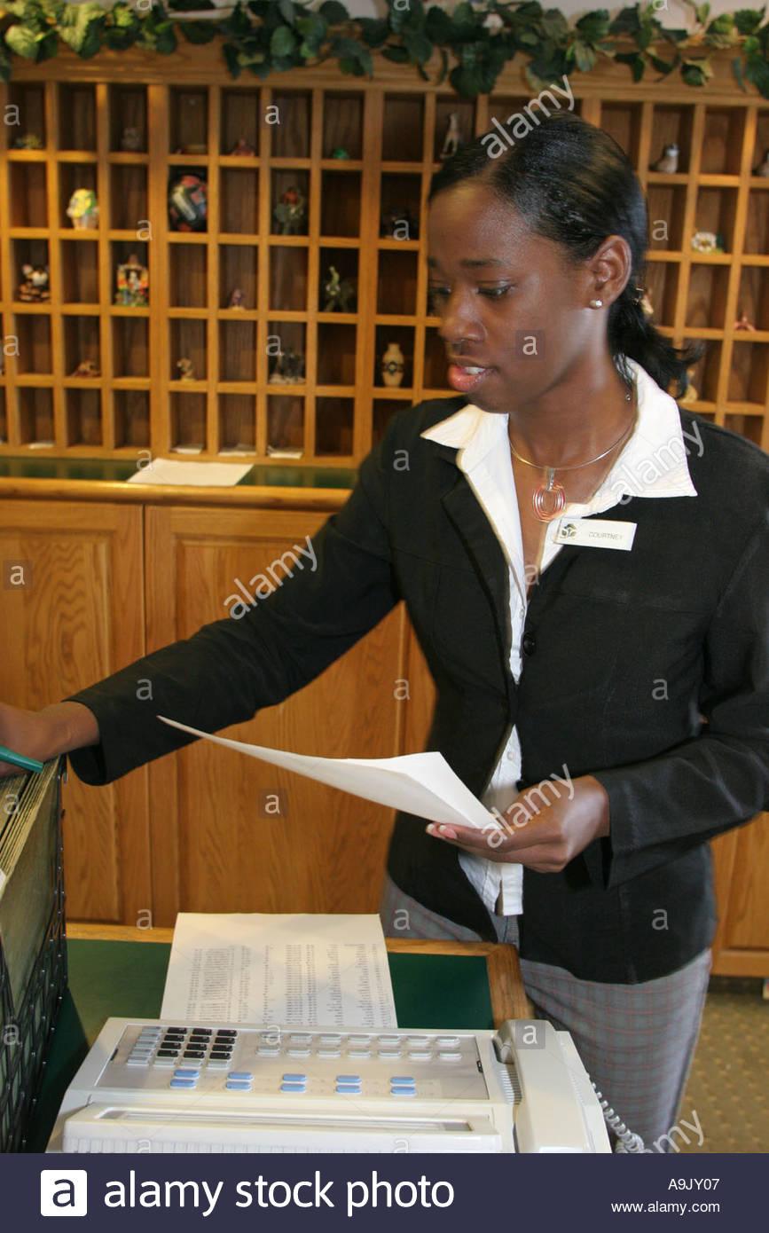 Tuscaloosa Alabama Country Inn and Suites reception desk Black female employees - Stock Image