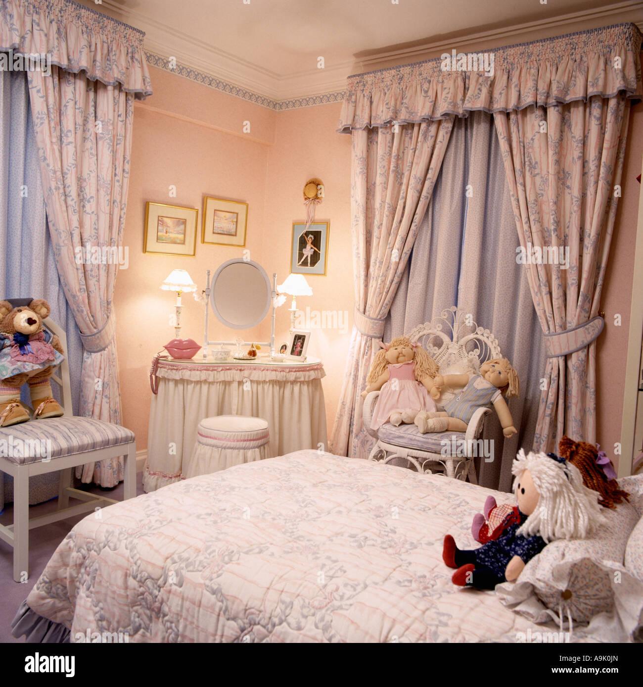 Lamps on skirted dressingtable in teenage girl\'s bedroom ...