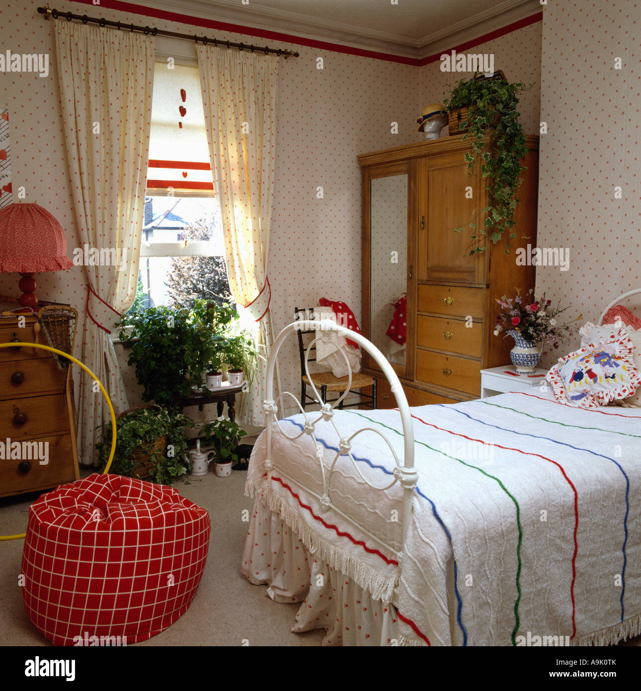 Matching curtains and wallpaper in teenage girl\'s bedroom ...