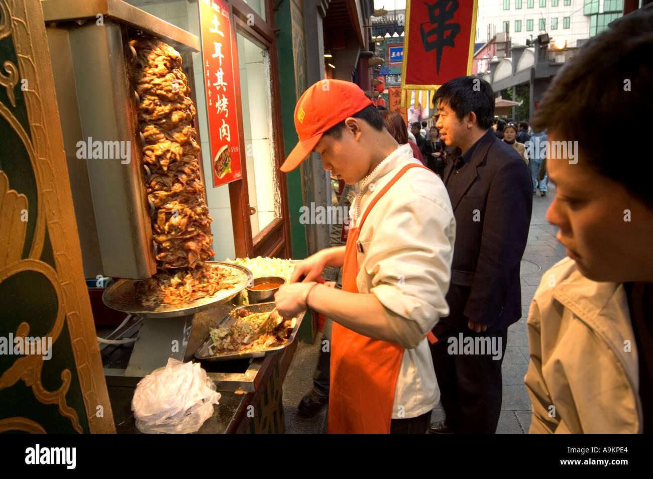 CHINESE KEBAB FAST FOOD STALL IN SNACK STREET BESIDE WANGFUJING SHOPPING AREA BEIJING CHINA - Stock Image