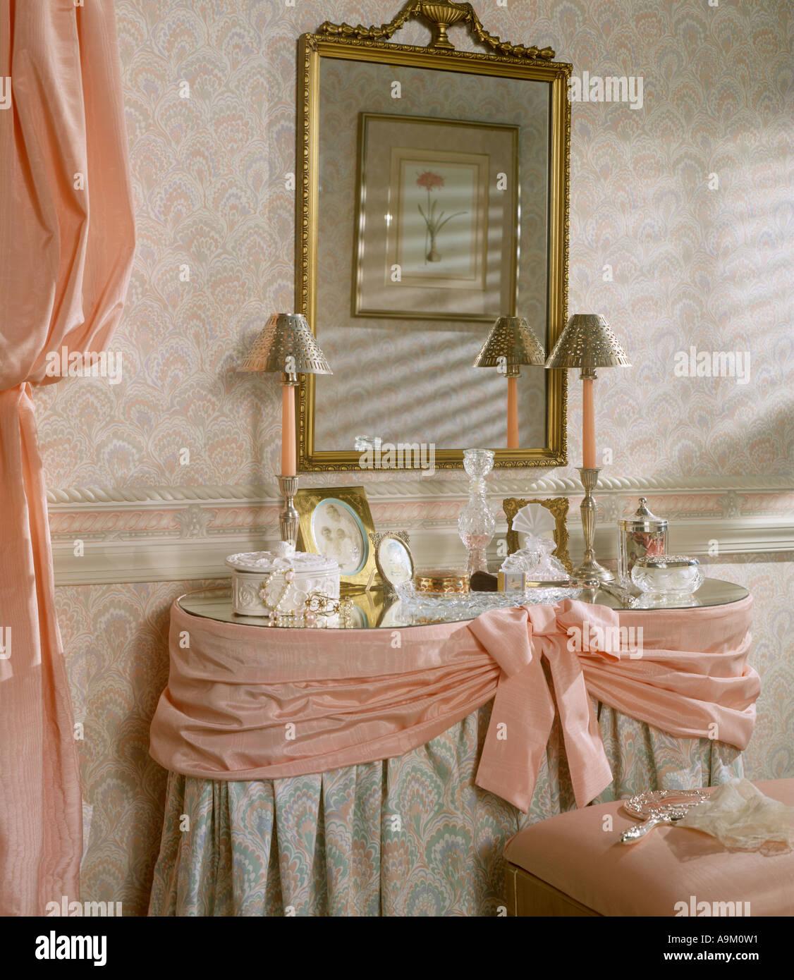 bed room bedroom set interior wallpaper dressing table lamp mirror ...