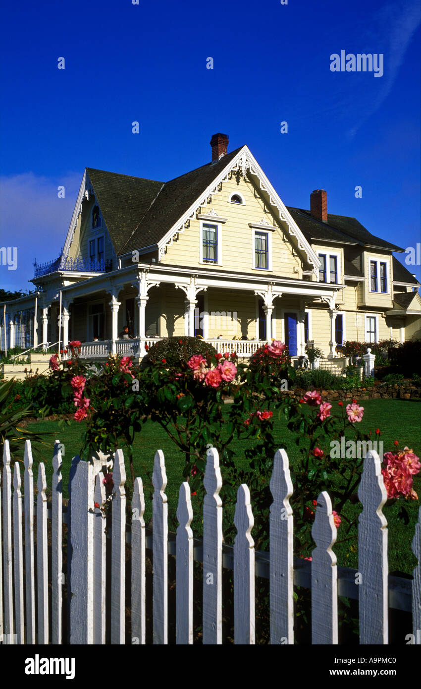 USA California Mendocino Bed and Breakfast house Victorian home with rose garden and white picket fence - Stock Image