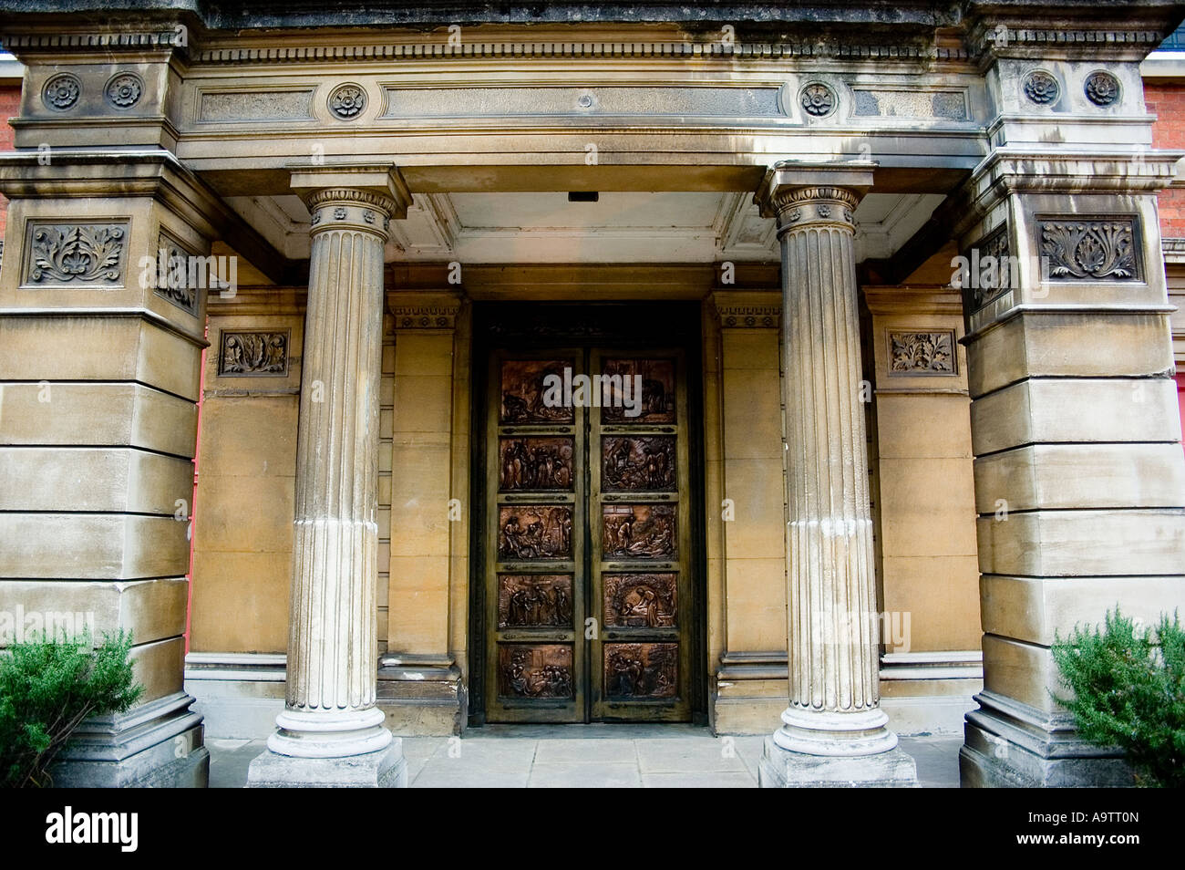 john bunyan church front door author of pilgrim progress - Stock Image