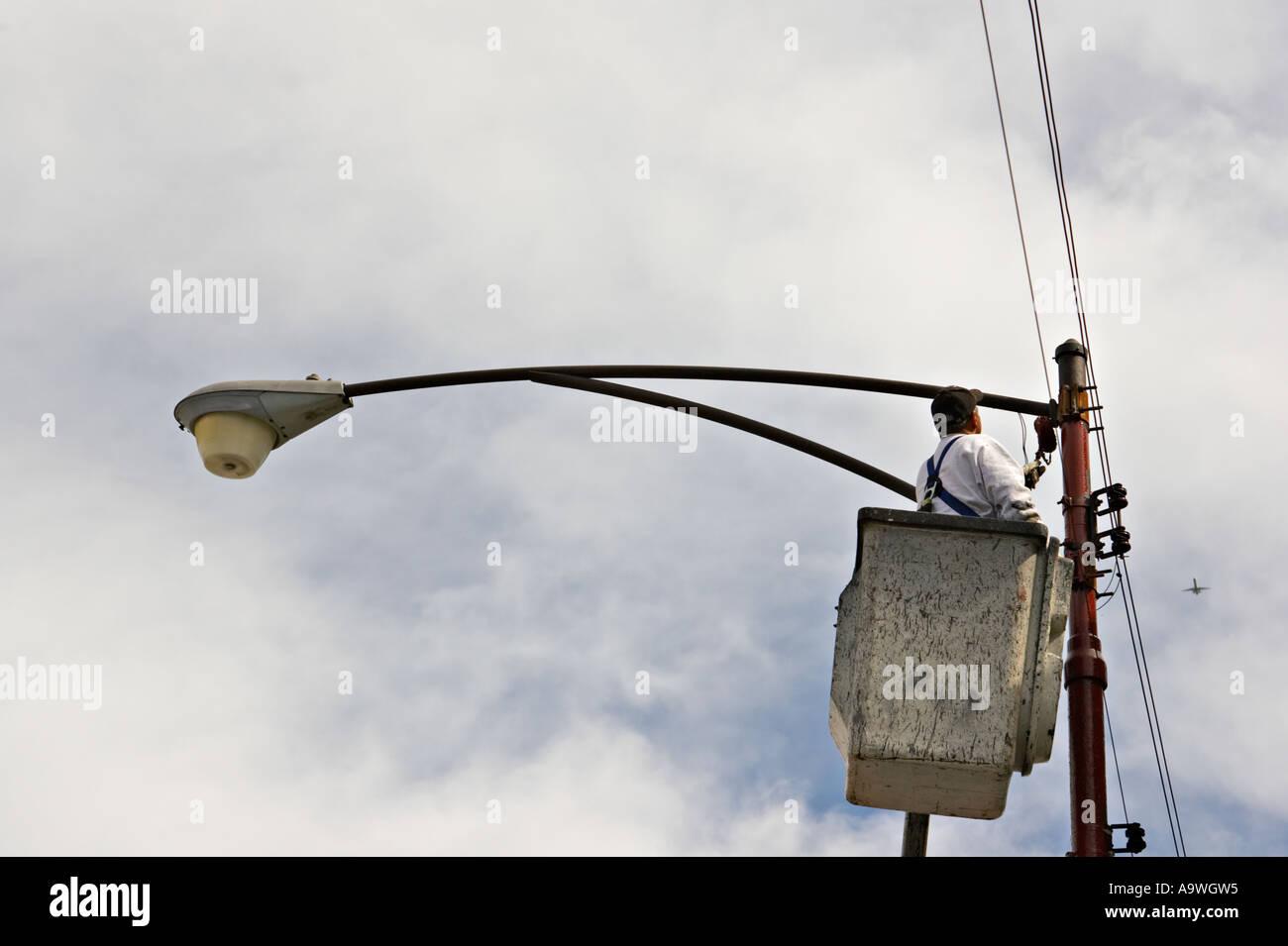 Street light wiring wire center street scene chicago illinois man in cherry picker bucket fix wiring rh alamy com street light wiring diagram street light wiring 480 volt asfbconference2016 Image collections
