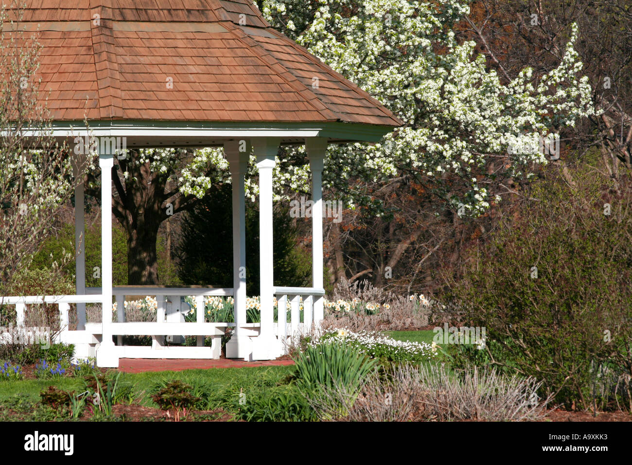 A springtime gazebo in a beautiful garden Stock Photo: 7117938 - Alamy