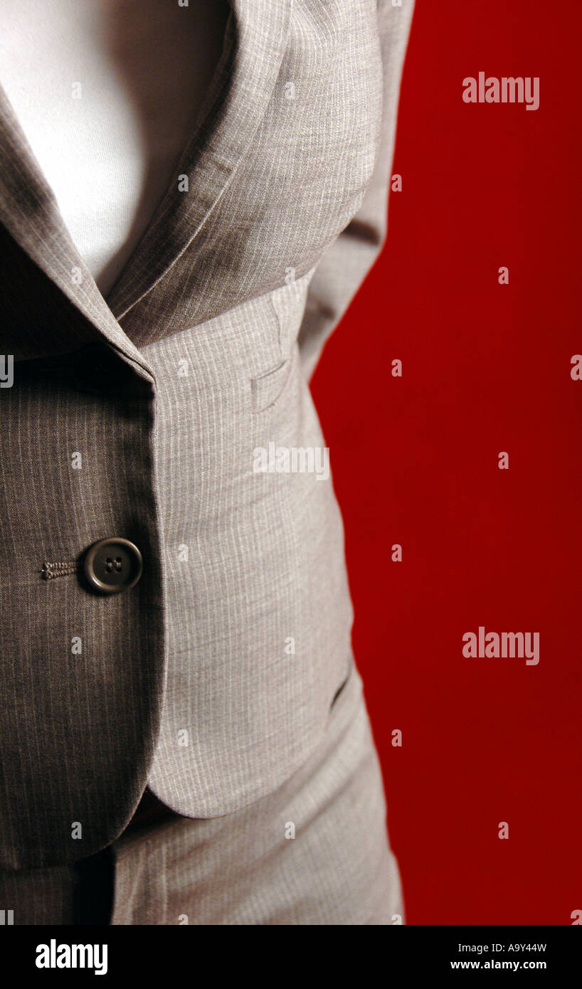 Business woman standing in front of a red background - Stock Image
