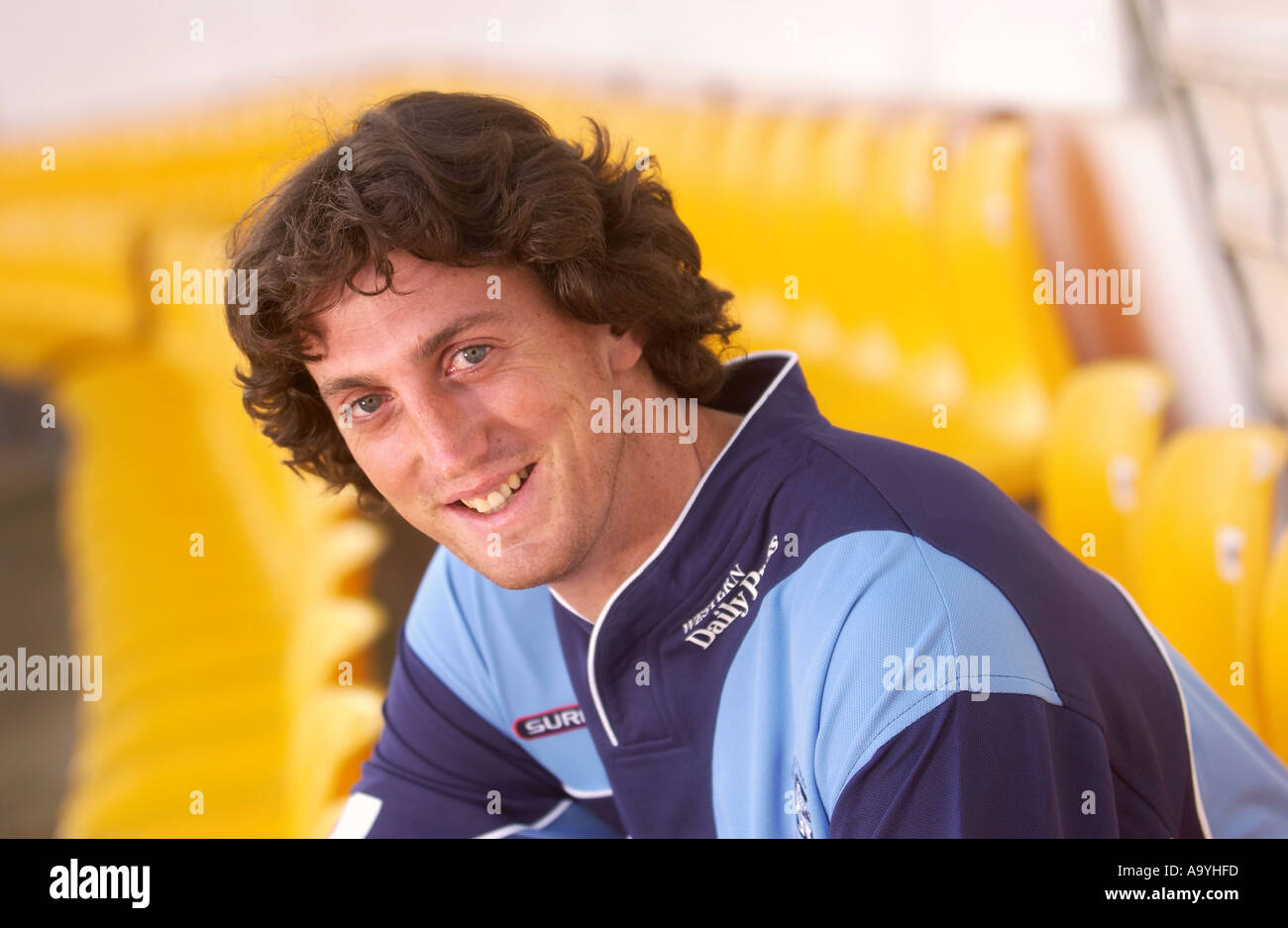 Gloucestershire CCC bowler Jonathan Lewis at their Nevil Road ground in Bristol May 2005 Stock Photo