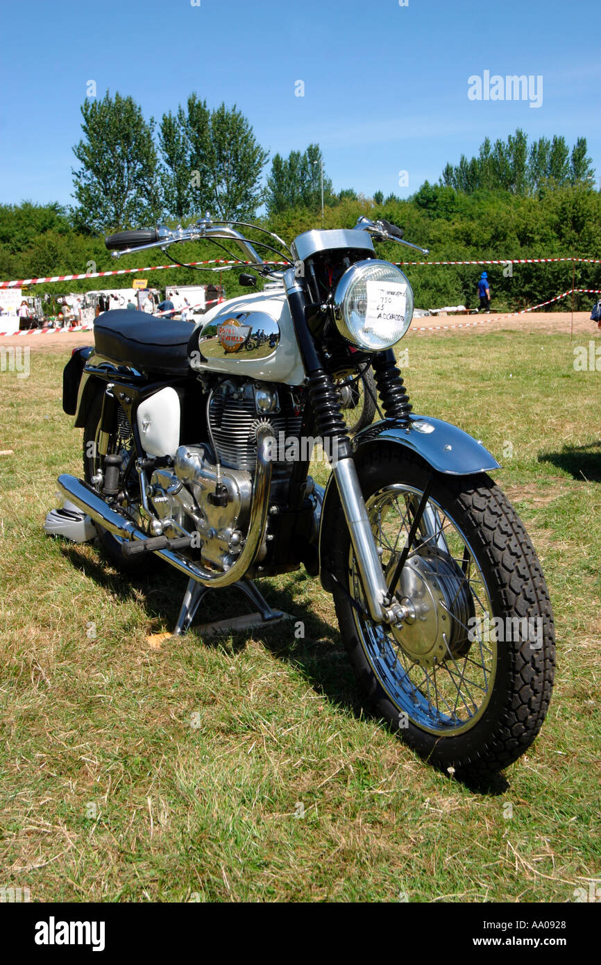 County Enfield Royal Enfield Bullet Noir SUPPORT LATERAL