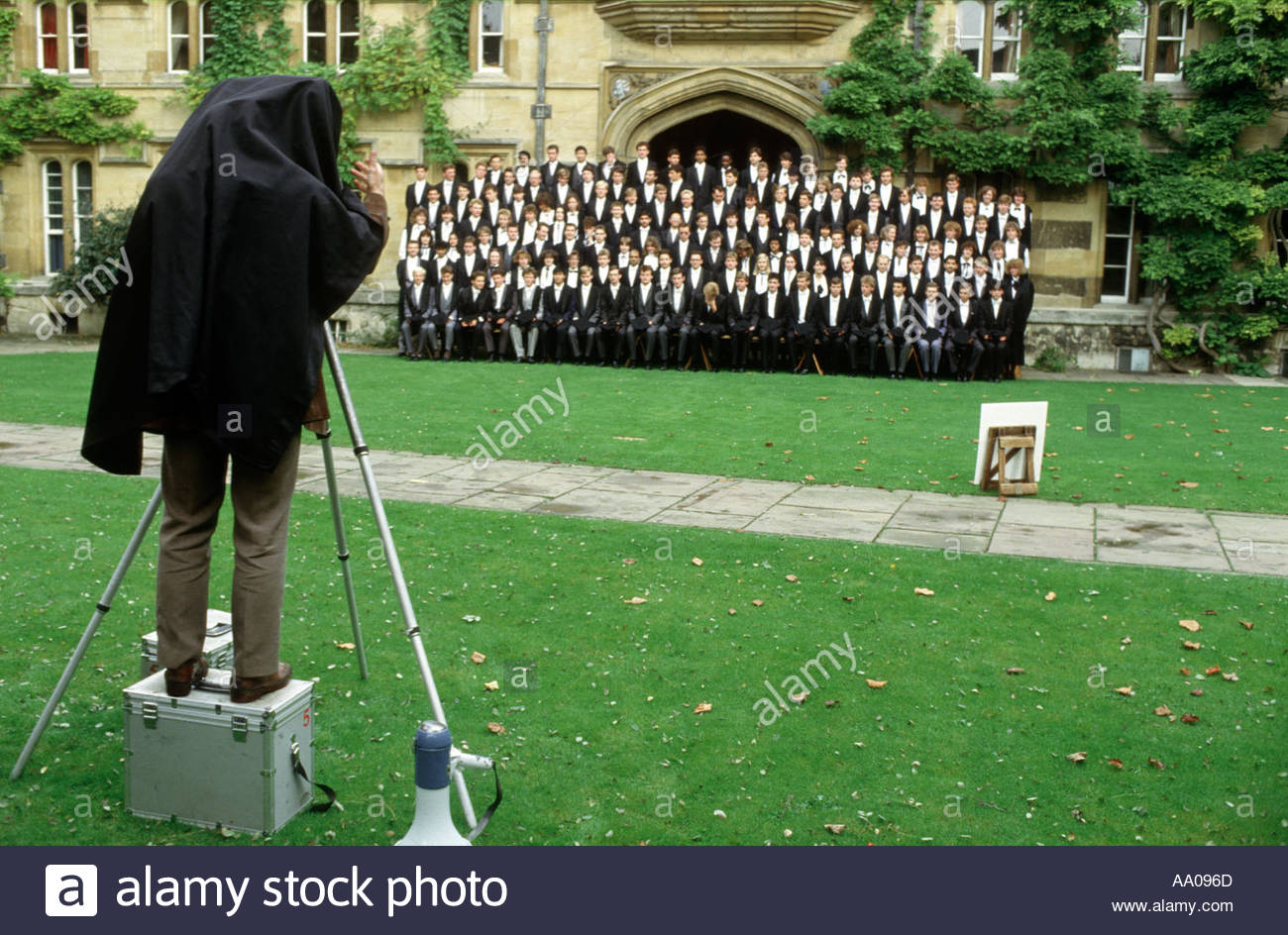 First year students pose for a matriculation photograph at University College Oxford  - Stock Image