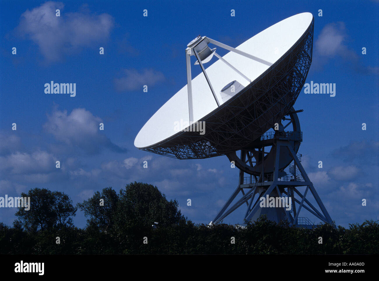 32 metre radio telescope Barton Cambridgeshire - Stock Image