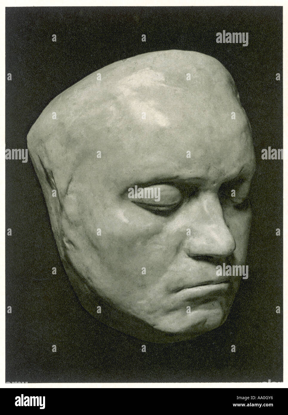 The death mask of Vysotsky was sold for 55 thousand euros. 25.11.2015 49