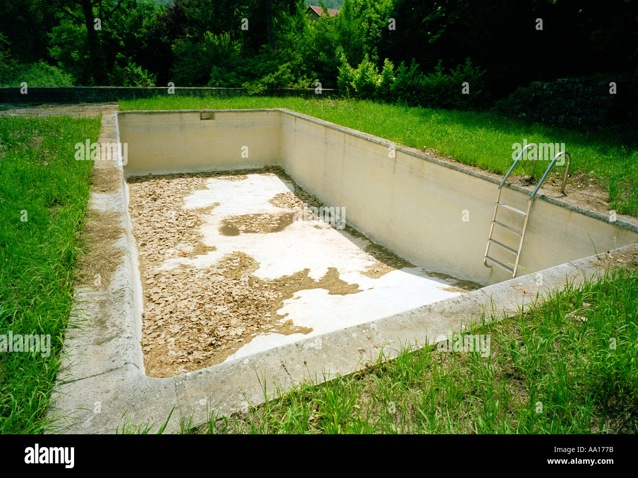Empty Swimming Pool Neglected Deserted Abandoned Empty High Resolution Stock Photography And Images Alamy