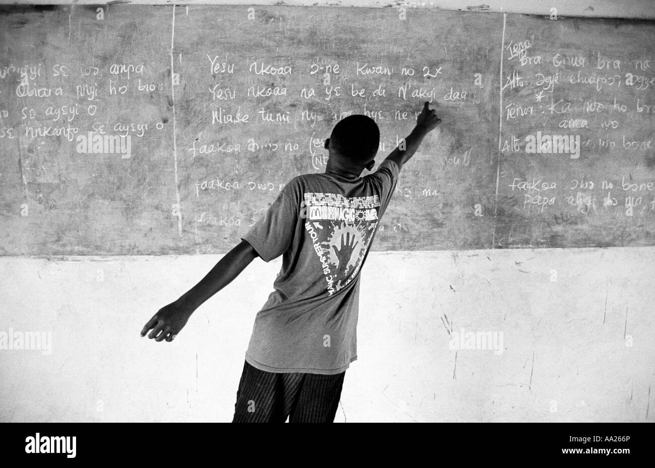 Reading from the blackboard at community school near Accra, Ghana - Stock Image