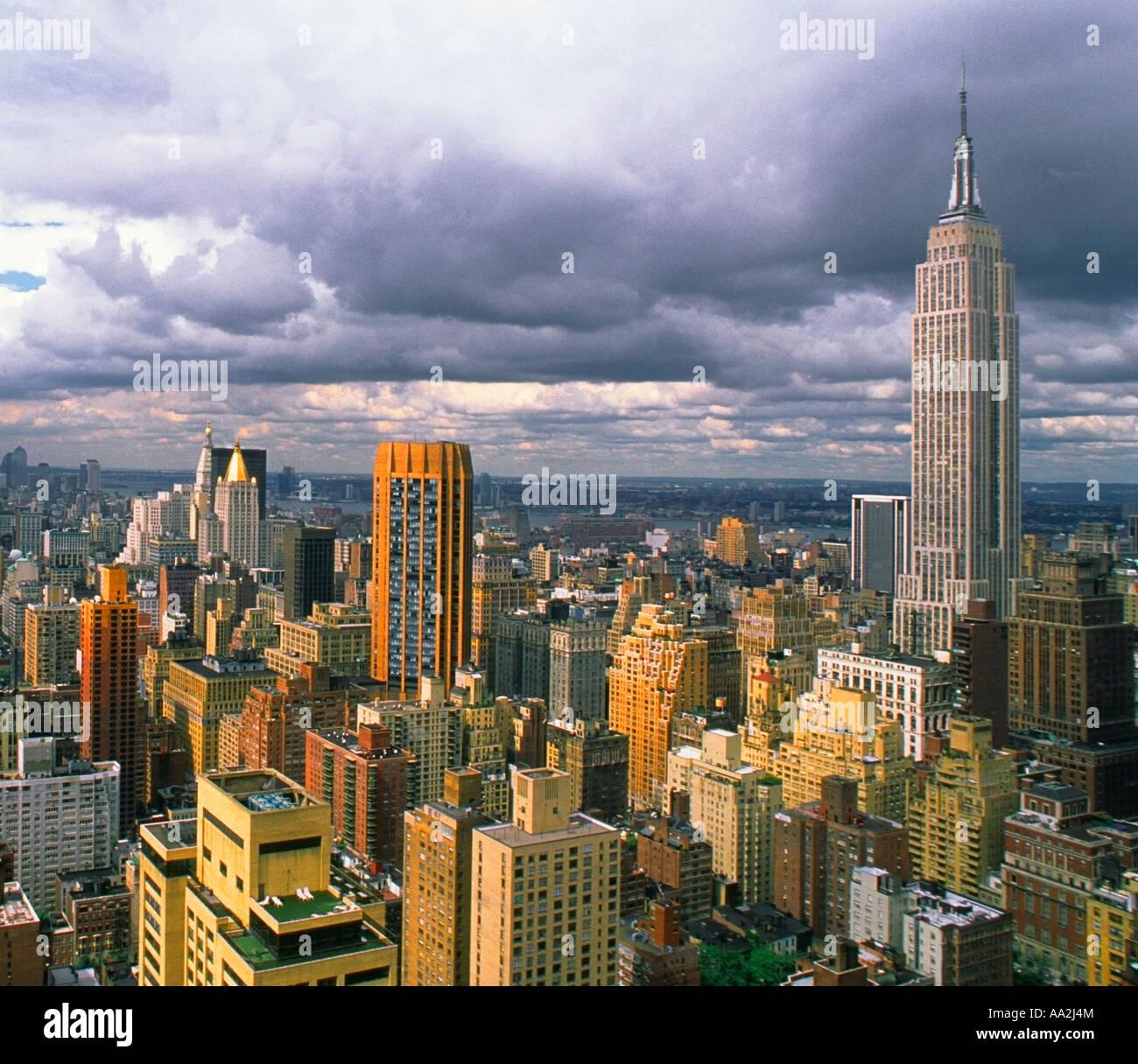 New York City View of Empire State Building Midtown Manhattan USA Sandra Baker - Stock Image