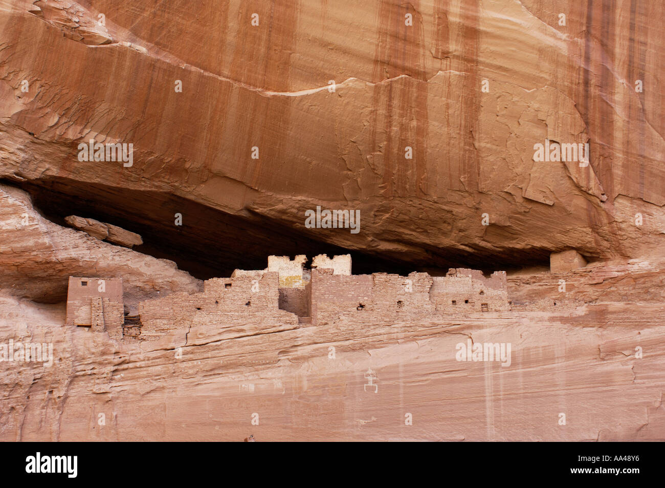 White House ruins an Anasazi or Ancestral Puebloan cliff dwelling in Canyon de Chelly Arizona. Digital photograph - Stock Image