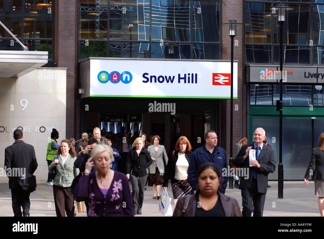 Morning commuters leaving Snow Hill railway station, Birmingham, West Midlands, England, UK Stock Photo