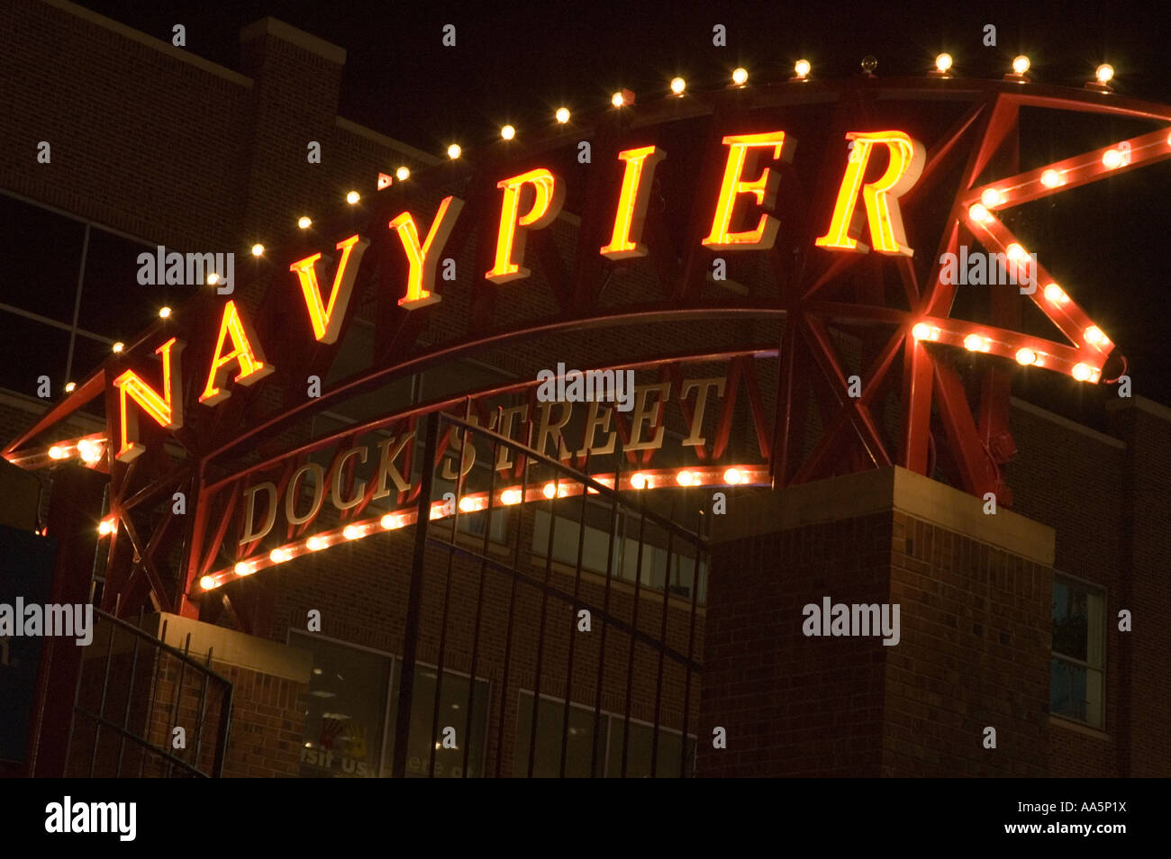 Entrance Archway Navy Pier Chicago Stock Photos & Entrance Archway ...