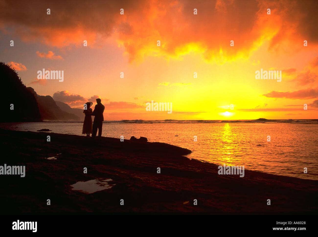 Sunset Ke E Beach Kauai Hawaii Usa Stock Photo 679976 Alamy