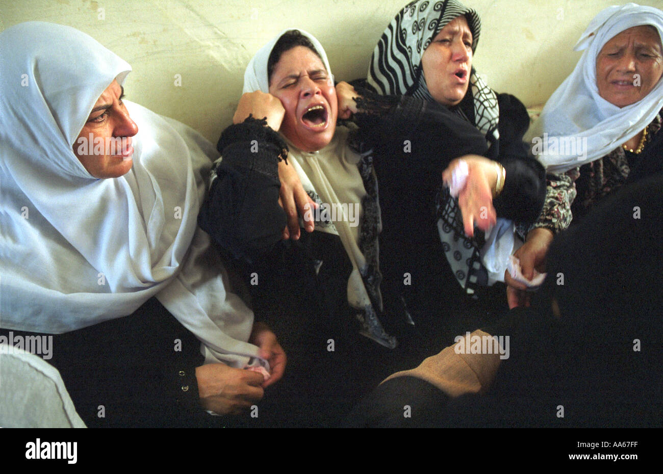 The family of Yusuf Khalifa 18 mourns his death in Gaza Monday October 9 2000 Tensions are running high between the - Stock Image