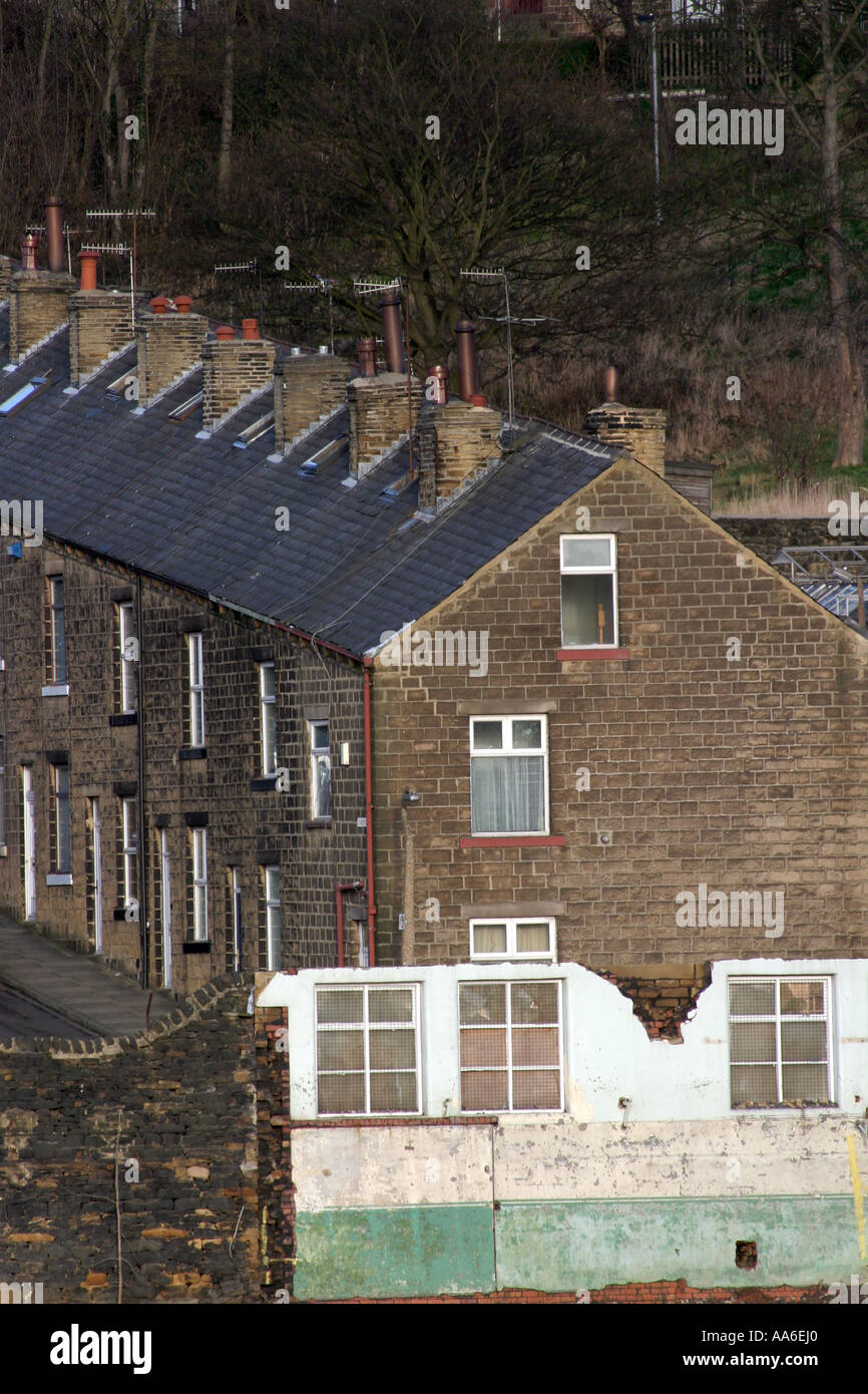 Typical northern terraces on the hillside in Bingley - Stock Image