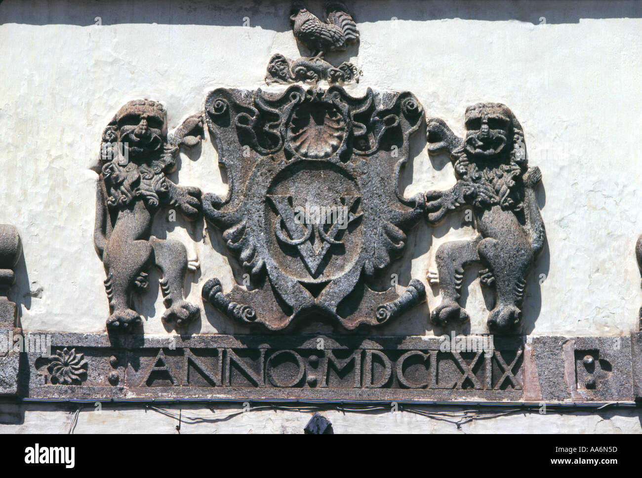 Coat of arms of the Dutch East India Company above one of the gates on Galle Fort Sri lanka - Stock Image