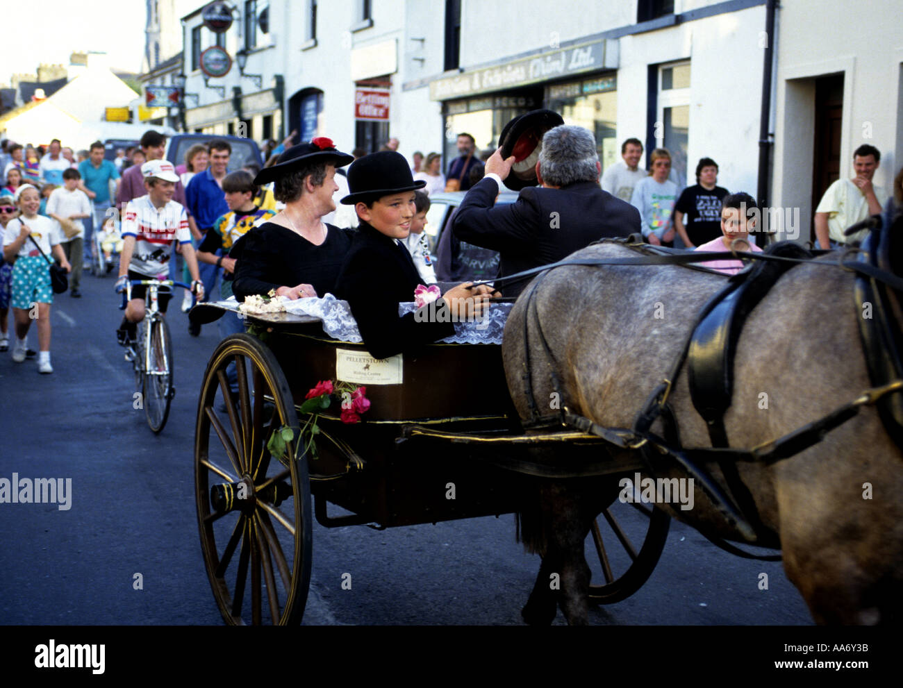 FAMILY SHOW OFF THEIR PONY TRAP AT TRIM CO MEATH IRELAND - Stock Image