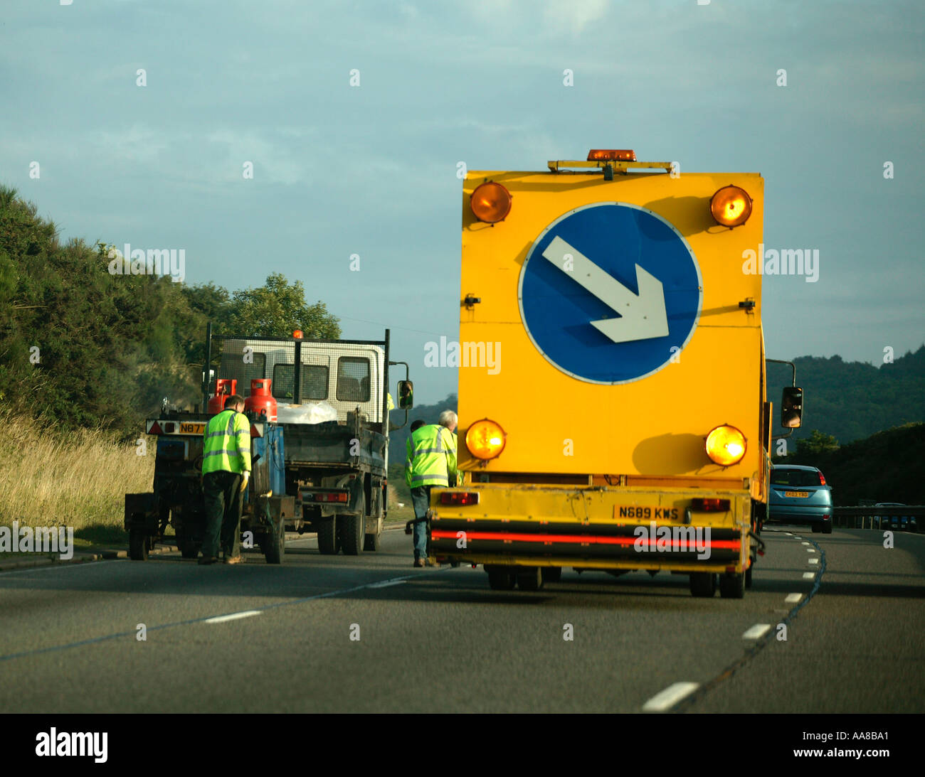 LANE CLOSURE AND ROADWORKS ON MOTORWAY ENGLAND BRITAIN UNITED KINGDOM UK - Stock Image