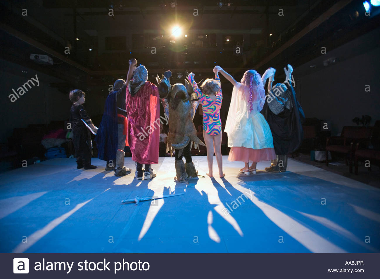 Child actors bowing to audience - Stock Image